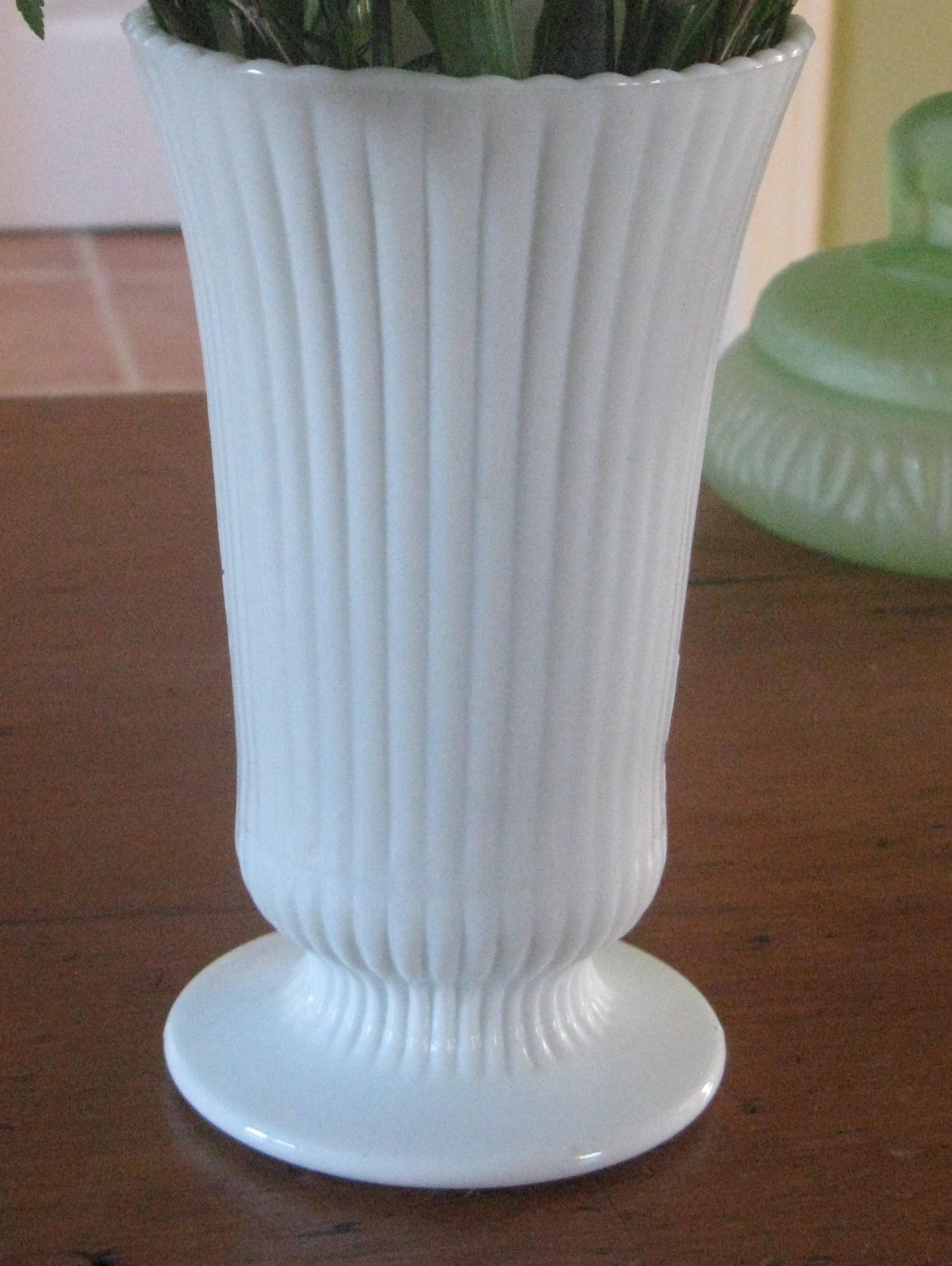 Eo brody ribbed milk glass vase e o brody grannys glasses the floridaeventfo Gallery
